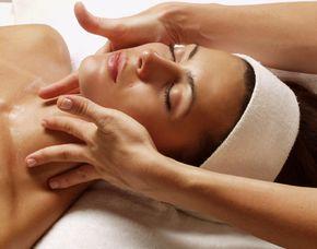Wellness für Frauen - Ludwigsburg Ganzkörpermassage, Garten Eden Day Spa, Kosmetikbehandlung, Obstteller