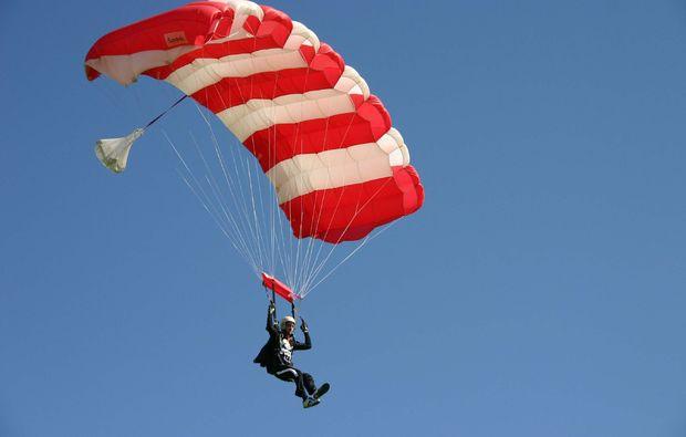 fallschirm-tandemsprung-michelstadt-vielbrunn-flug