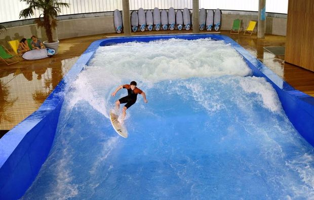 indoor-surfen-bodyflying-muenchen-welle