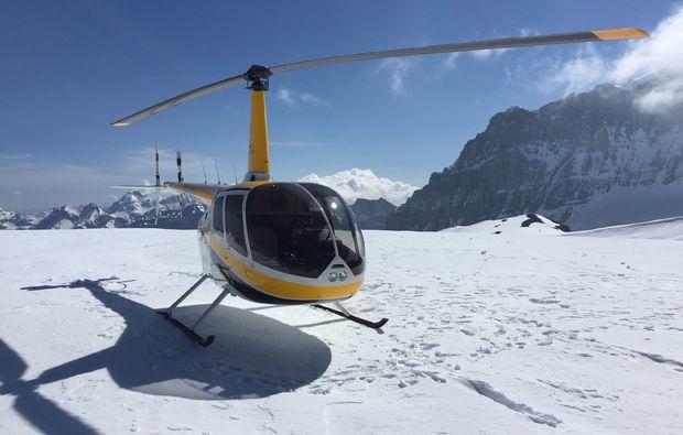 helikopterflug-alpenrundflug-mit-gletscherlandung-schnee
