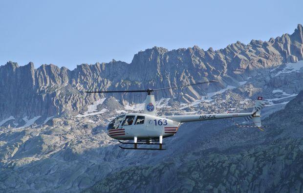 helikopterflug-alpenrundflug-mit-gletscherlandung
