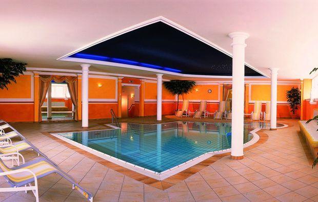 romantikwochenende-alpbach-pool
