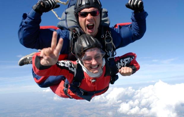 fallschirm-tandemsprung-laupheim-adrenalin