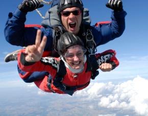 Fallschirm Tandemsprung - 3.000 - 4.000 Meter - Laupheim Sprung aus ca. 3.000-4.000 Metern - ca. 40-54 Sekunden freier Fall