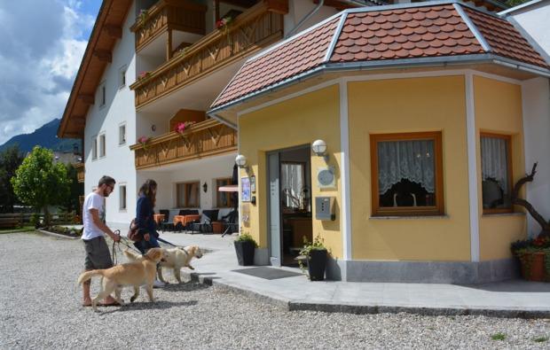 urlaub-mit-hund-steinhaus-im-ahrntal-eingang