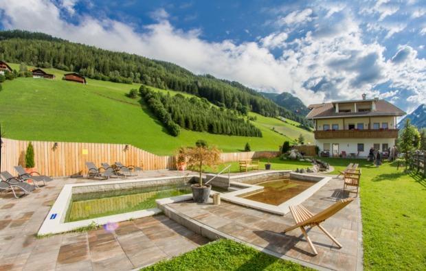 urlaub-mit-hund-steinhaus-im-ahrntal-garten