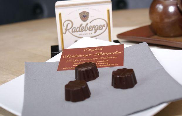 kurztrip-fuer-bierliebhaber-radeberg-bierpraline