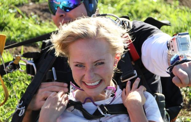 fallschirm-tandemsprung-hirschbach-im-muehlkreis-boden