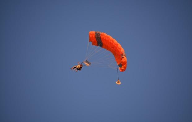 fallschirm-tandemsprung-hirschbach-im-muehlkreis-schirm