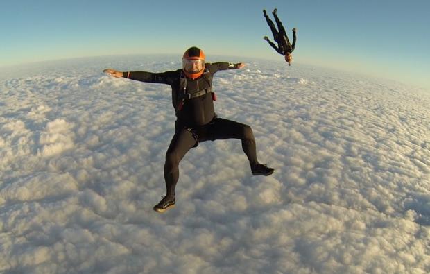 fallschirm-tandemsprung-hirschbach-im-muehlkreis-wolken