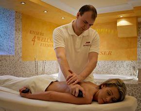 Spa Oasen - Rückenmassage Day Spa Tageseintritt - Rückenmassage