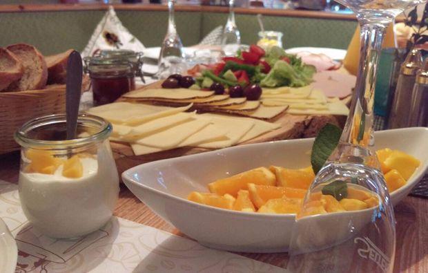 romantikwochenende-reit-im-winkl-fruehstueck