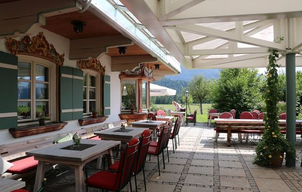 romantikwochenende-reit-im-winkl-terrasse