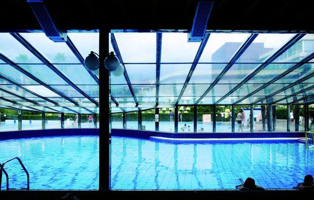 kurzurlaub-am-meer-loano-pool