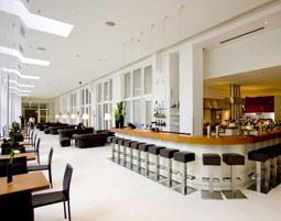 6-hotel-bar