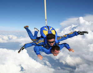 Fallschirm-Tandemsprung   Gera Sprung aus ca. 3.000-4.000 Metern - ca. 30-60 Sekunden freier Fall