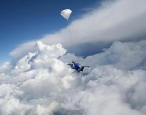 fliegen-fallschirm-sprung
