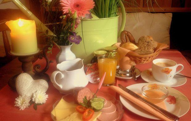 romantikwochenende-troestau-fruehstueck
