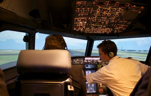 full-flight-simulator-berlin-schoenefeld-flugstunde