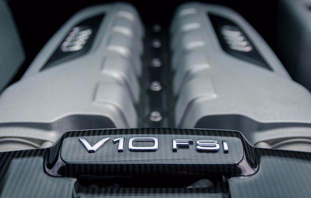 audi-fahren-waiblingen-bei-stuttgart-v10-motor