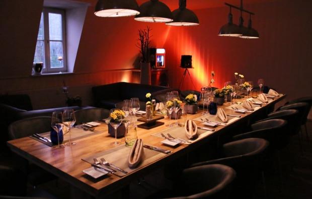 leipzig_trabi-tourcandle-light-dinner-restaurant