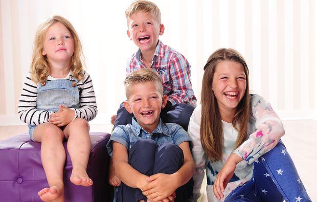 familien-fotoshooting-muenchen-kinder-lachen