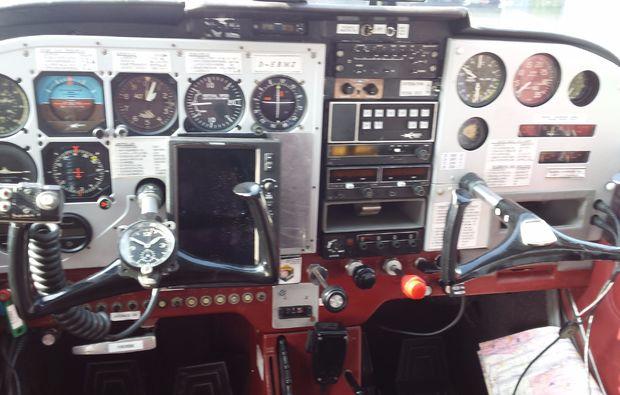 flugzeug-rundflug-nittenau-bruck-60min-fl-rot-cockpit-2