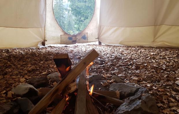 tipi-uebernachtung-kleinwangen-feuer