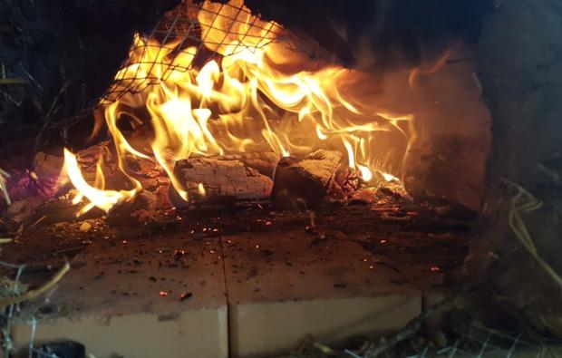 tipi-uebernachtung-kleinwangen-feuerstelle