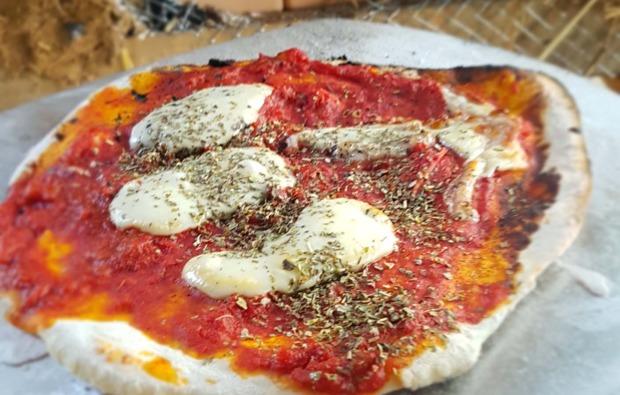 tipi-uebernachtung-kleinwangen-pizza
