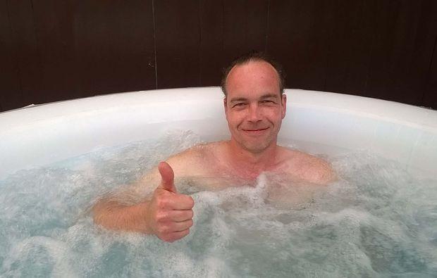 wellnesstag-fuer-zwei-bad-muenstereifel-pool