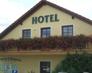 Zauberhafte Unterkünfte (Landhotels für Zwei) GreenLine Landhotel Dresden - 3-Gänge-Menü oder Fahrkarte