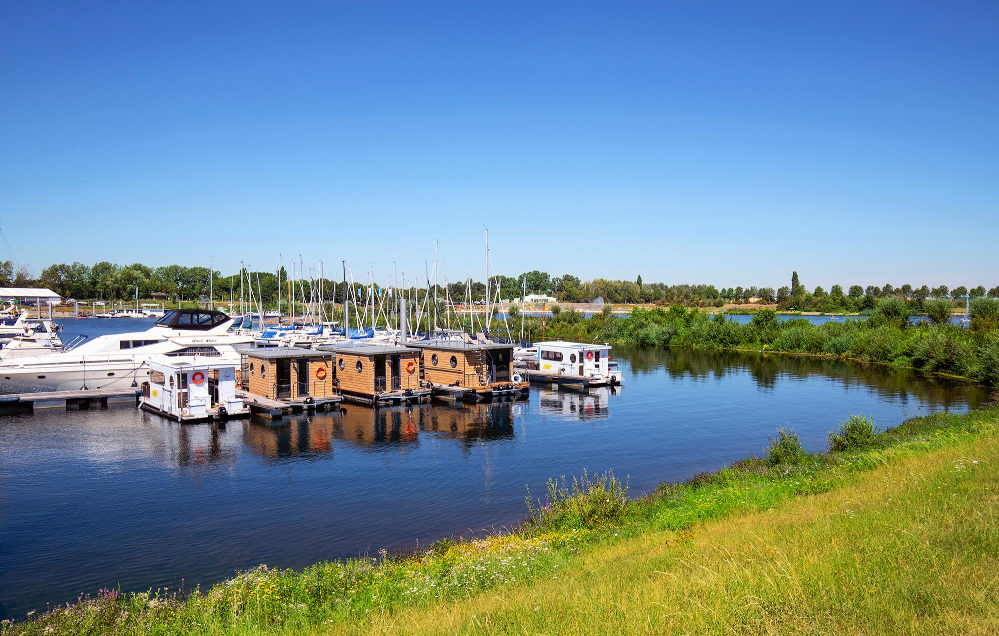 hausboot-uebernachtung-kinrooi-bg5