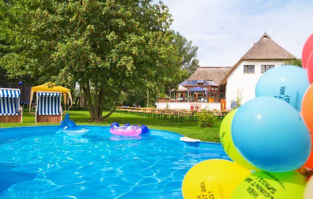 familienurlaub-ostseebad-trassenheide-pool