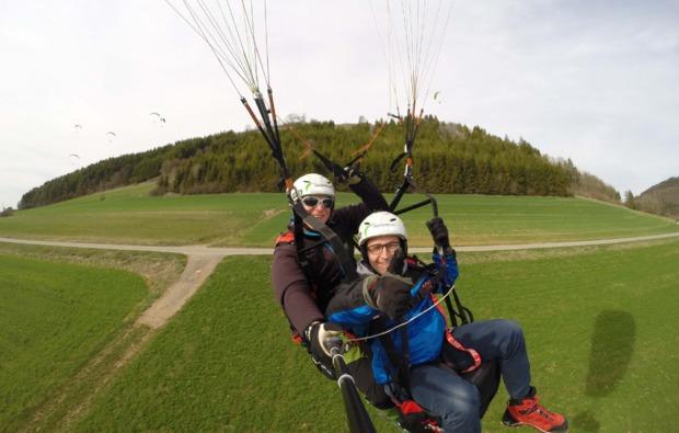 gleitschirm-tandemflug-huefingen-landung