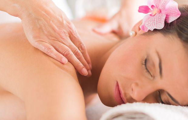 wellness-fuer-frauen-erding-sabai-massage