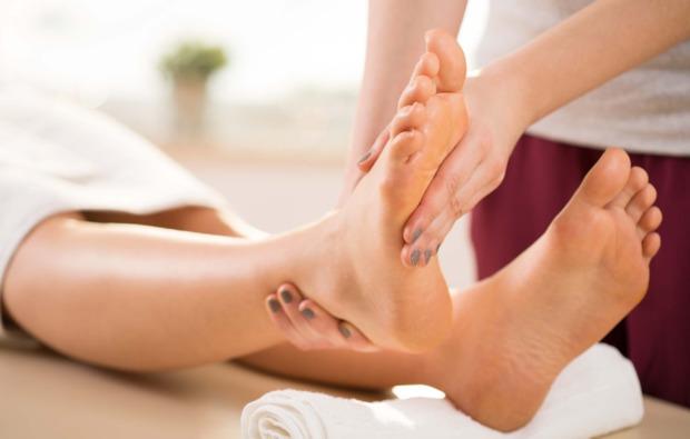 wellnesstag-fuer-zwei-leverkusen-fussmassage