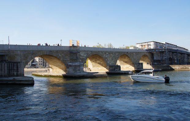bruecke-romantische-bootstour-regensburg