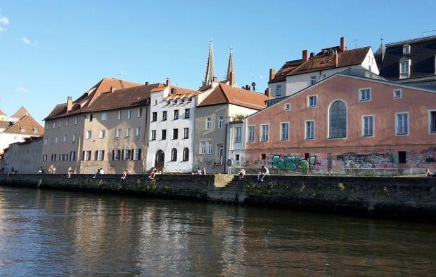romantische-bootstour-fuer-zwei-regensburg-stadttour