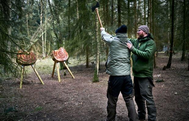 survival-training-heiligengrabe-blumenthal-axt-werfen