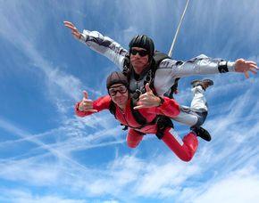 allschirm-Tandemsprung - 4.000 Meter Sprung aus 4.000 Metern - ca. 50 Sekunden freier Fall