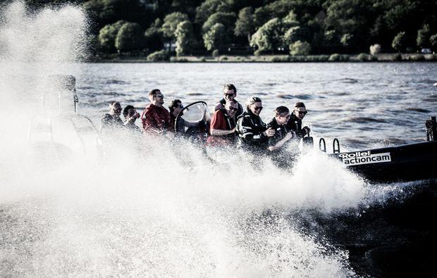 speedboot-fahren-hamburg-fluss