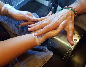 Maniküre - München Maniküre speziell für Männer, Handbad mit Peeling