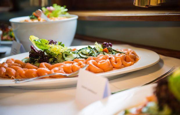 segeln-brunchen-kiel-buffet-an-board