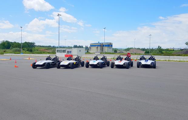 elektro-rennwagen-fahren