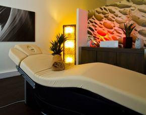 wellness au ergew hnlich k ltesauna schlangenmassage mydays. Black Bedroom Furniture Sets. Home Design Ideas