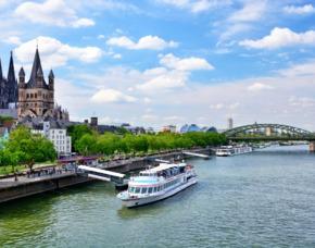 Abendliche Schifffahrt & Dinner Köln Abendliche Schiffsrundfahrt & Dinner