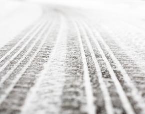 Drift Abenteuer in Lappland inkl Flug 1 Pax 3ÜN - Arvidsjaur 2 Tage Ice-Drift-Training,  2-stündige Schneemobiltour