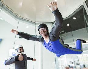 Indoor Skydiving - fly4family - 10 Flüge im Luftstrom - bis zu 5 Personen 10 Flüge im Luftstrom - für bis zu 5 Personen