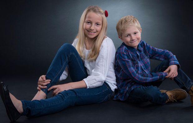 familien-fotoshooting-neubiberg-geschwister